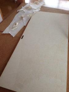 壁紙を剥がした襖